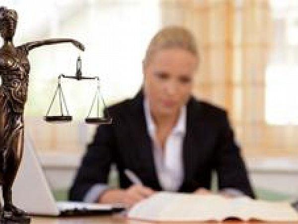 Как выбрать юриста для защиты в суде