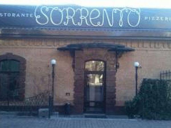 """Открытие пиццерии """"Сорренто"""" в центре города."""